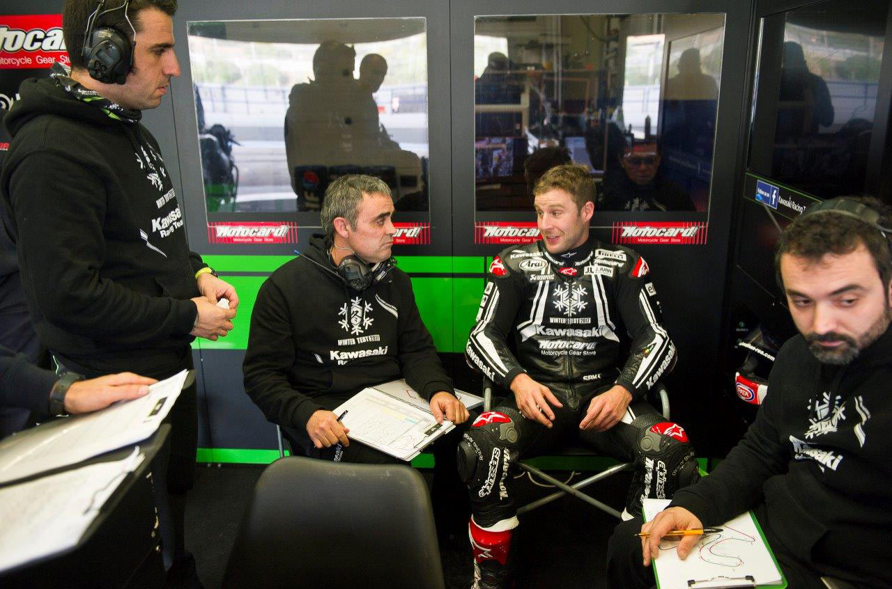 Jonathan Rea and crew - Image: Beegee Images