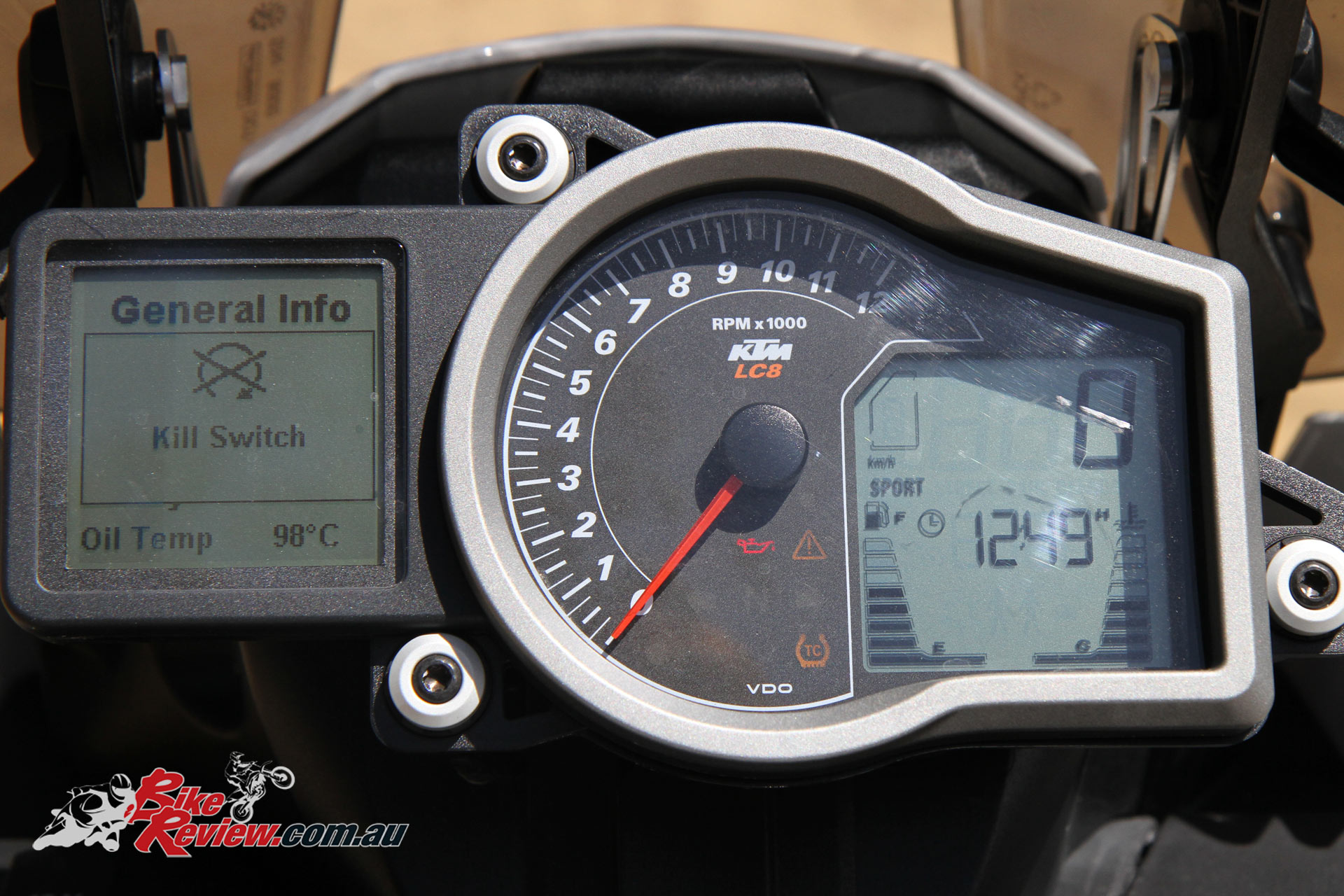 2016 KTM 1190 Adventure R - VDO multi-function display