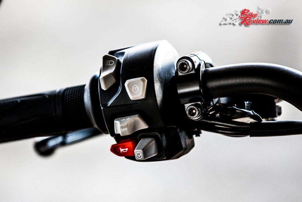 2017 Triumph Street Triple RS - joystick switchblock control