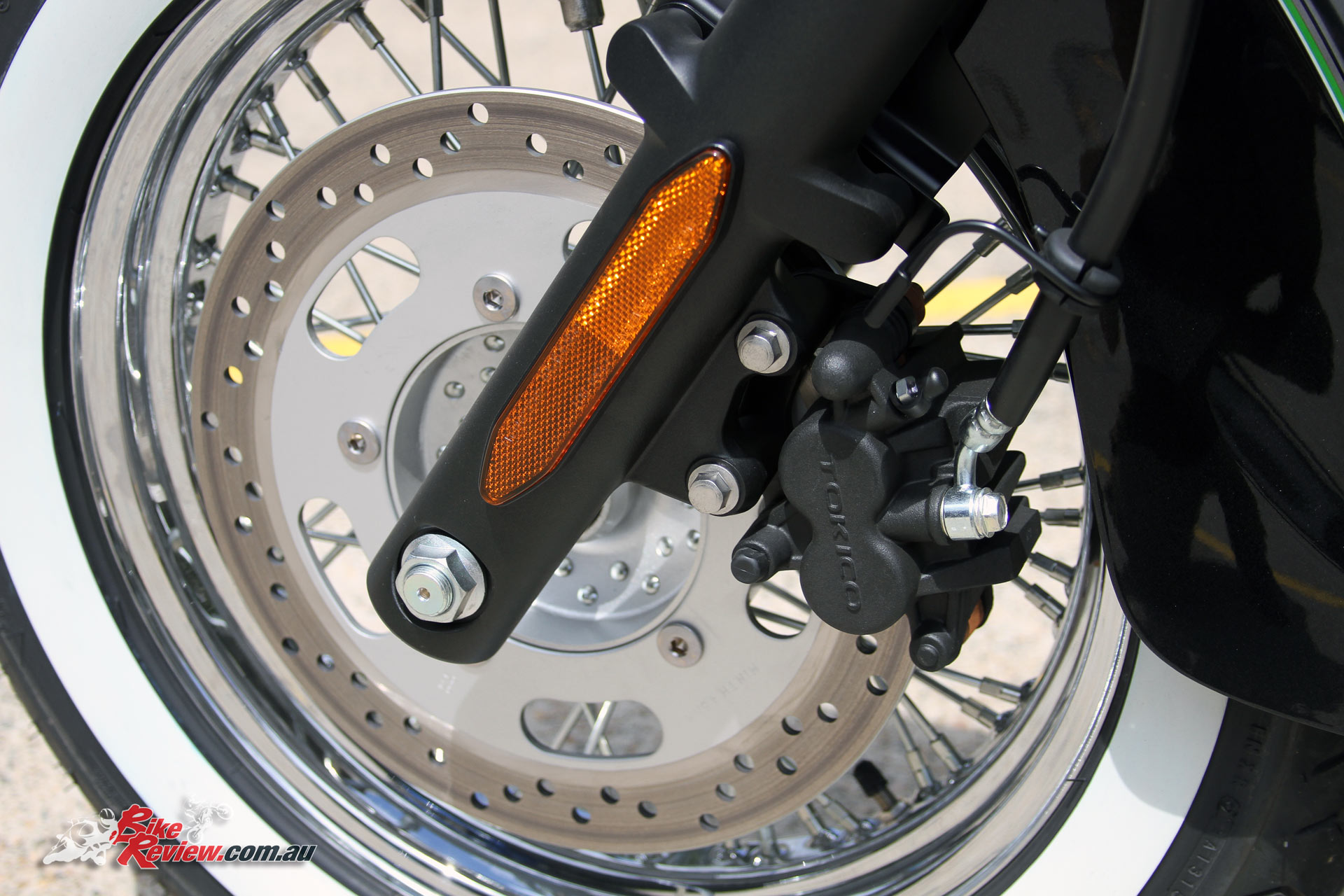2017 Kawasaki Vulcan 900 Classic - A single two-piston caliper on 300mm rotor provides respectable braking performance for the class