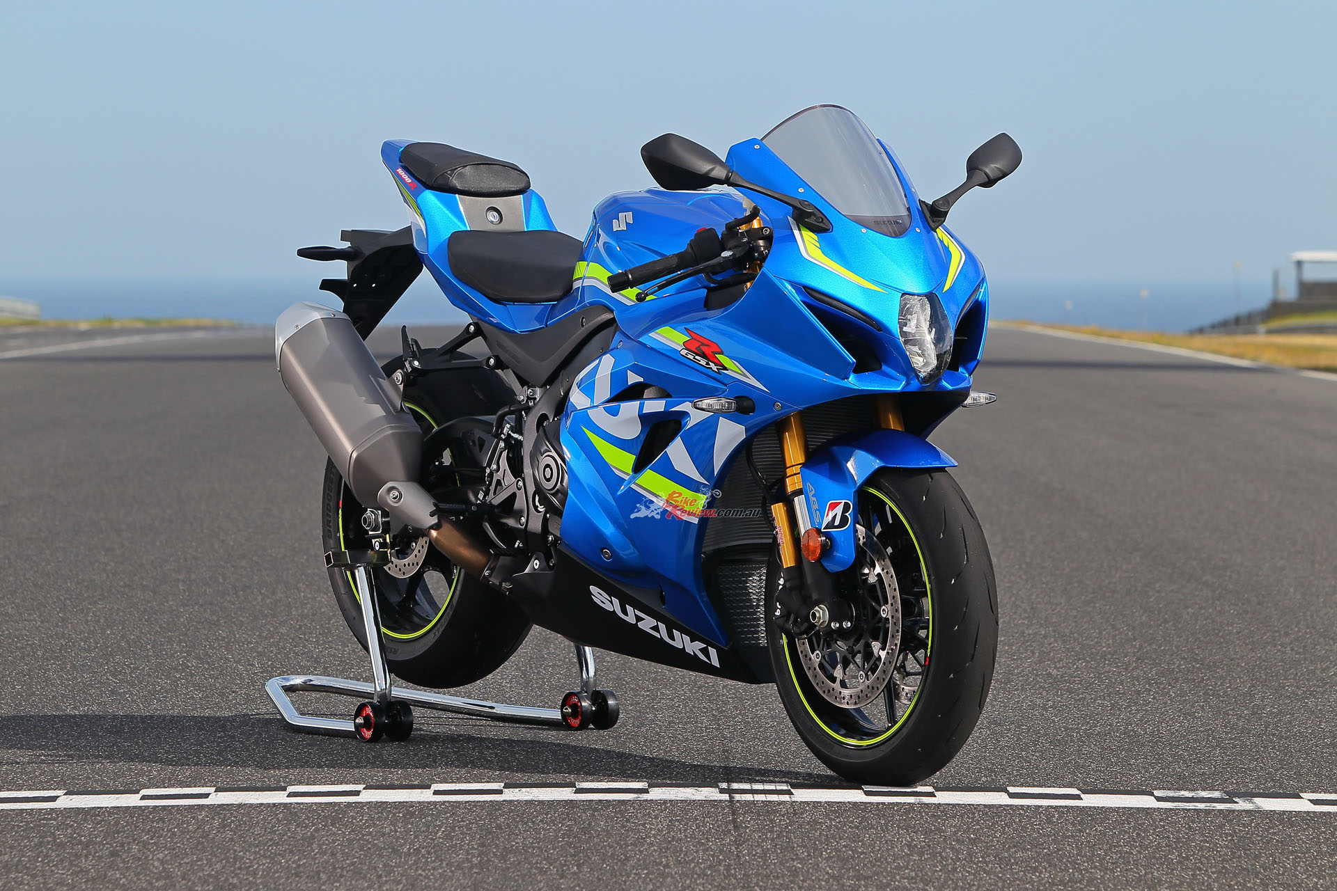 review 2017 suzuki gsx r1000r bike review. Black Bedroom Furniture Sets. Home Design Ideas