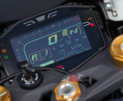 BikeReview 2017 Suzuki GSX-R1000R20170204_1358