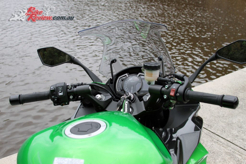 2017 Kawasaki Ninja 1000 - Tall handlebars and easy to read dash