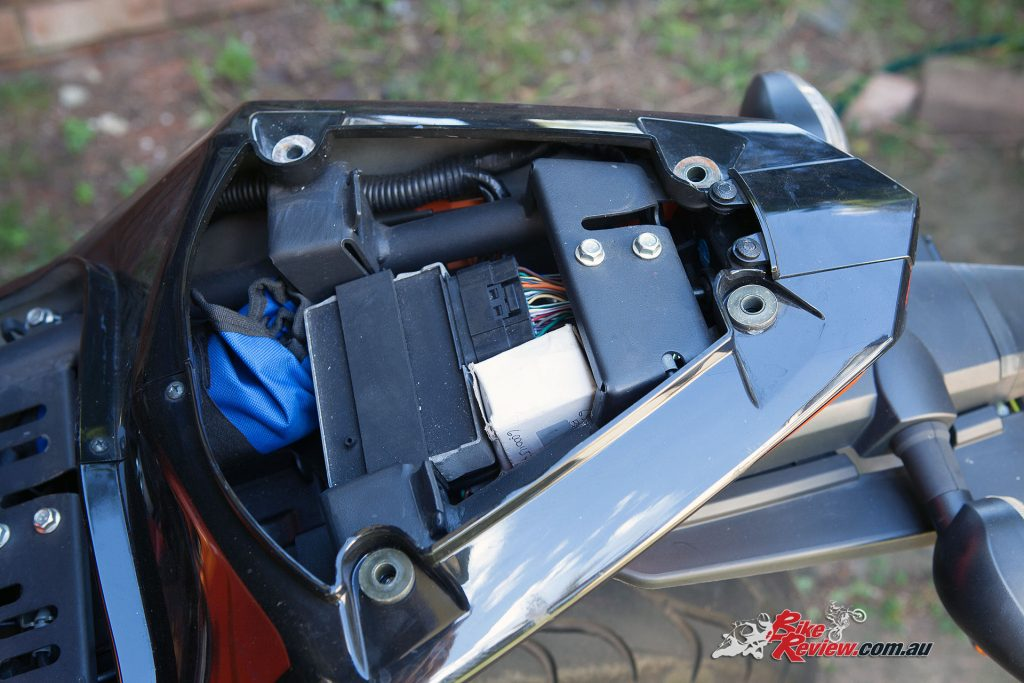 Ventura EVO-40 Luggage Kit - Unbolt the pillion grab rails