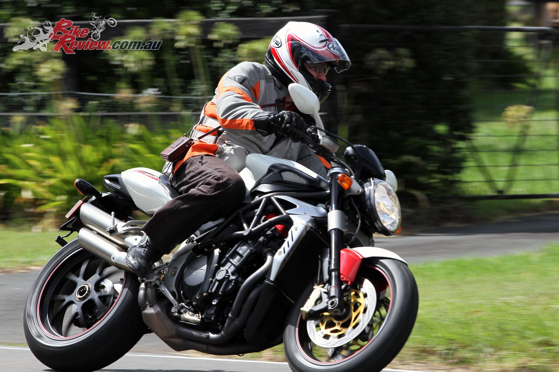 Pirelli Diablo Rosso III tyre test - MV Agusta Brutale 910R