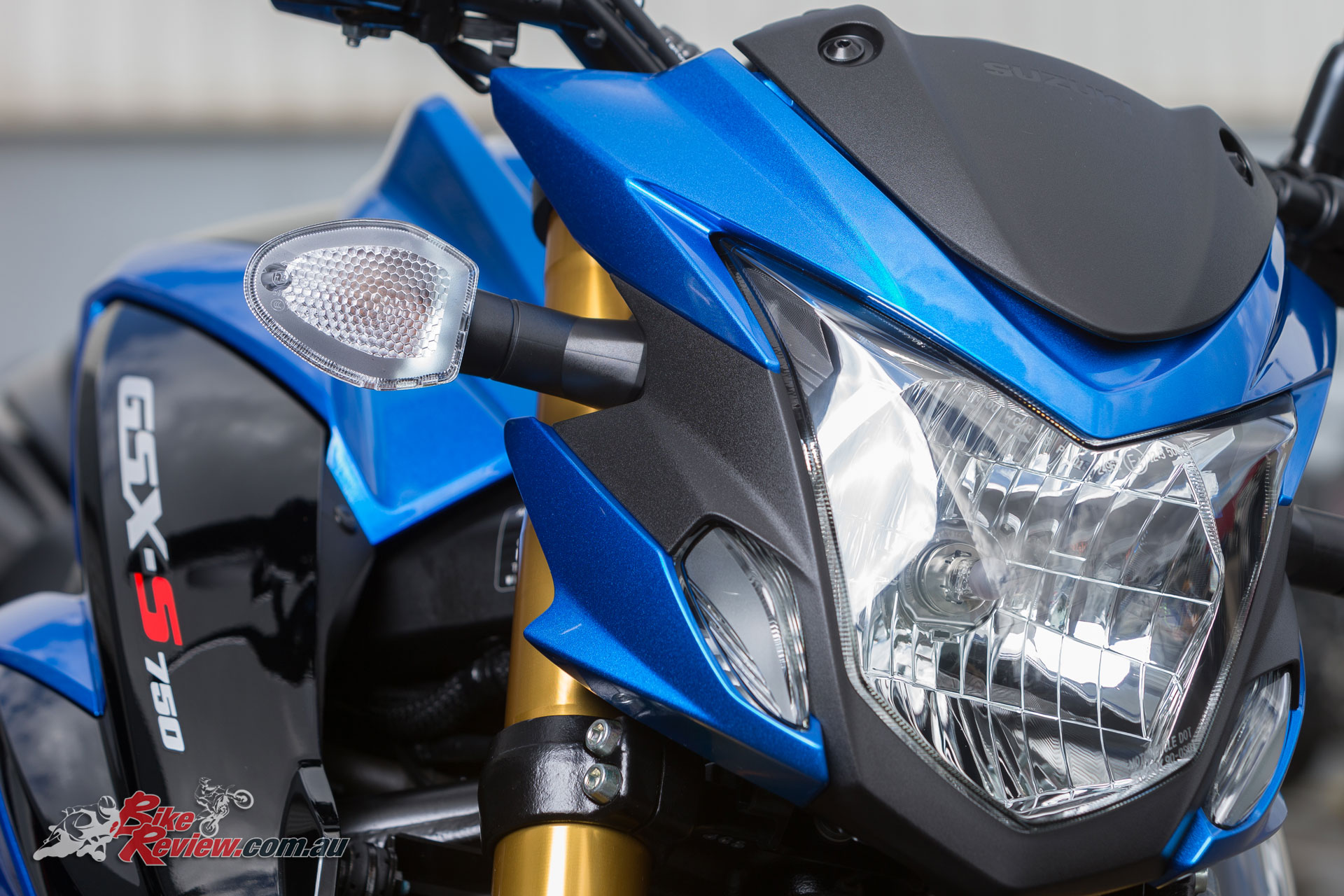 The headlight is nice and well suited to the overall styling, but not too extreme design wise. Probably Suzuki hedging their bets to keep the bike attractive to the widest possible audience.