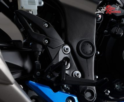 The gearbox is a real pleasure and black aluminium footpegs and controls are a very nice touch
