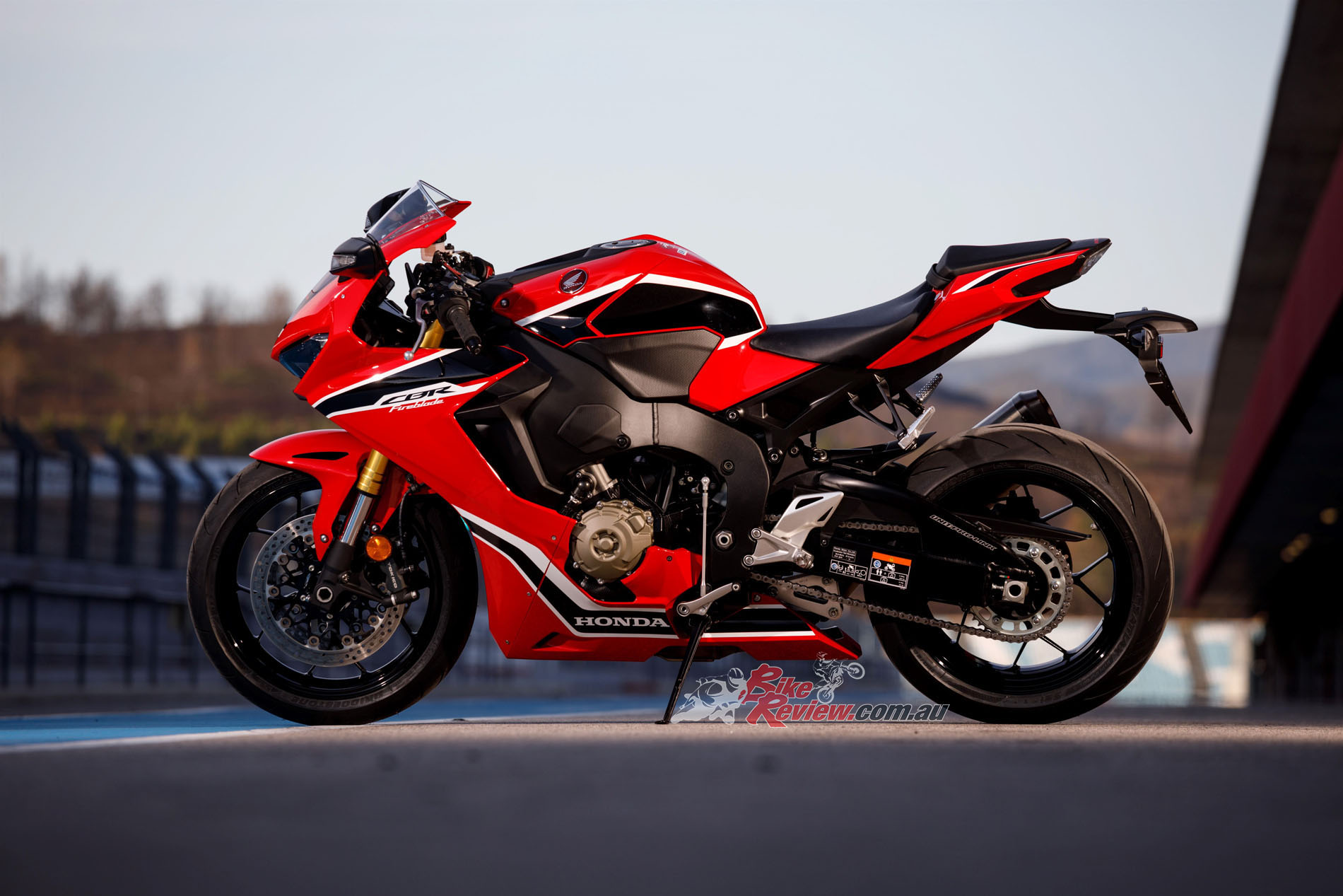 review 2017 honda cbr1000rr fireblade launch track test bike review. Black Bedroom Furniture Sets. Home Design Ideas