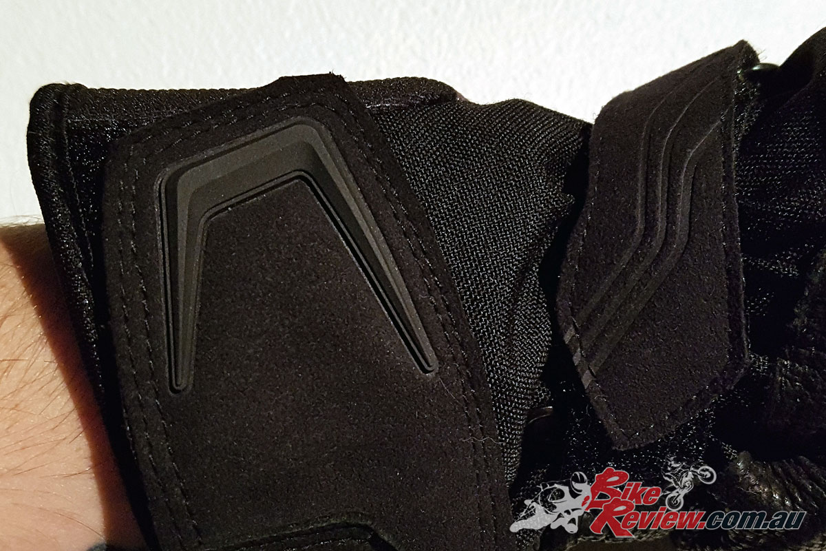 The Velcro straps have good quality Velcro but can be hard to undo when removing the gloves, as the edges of the Velcro straps are hard to get a grip on