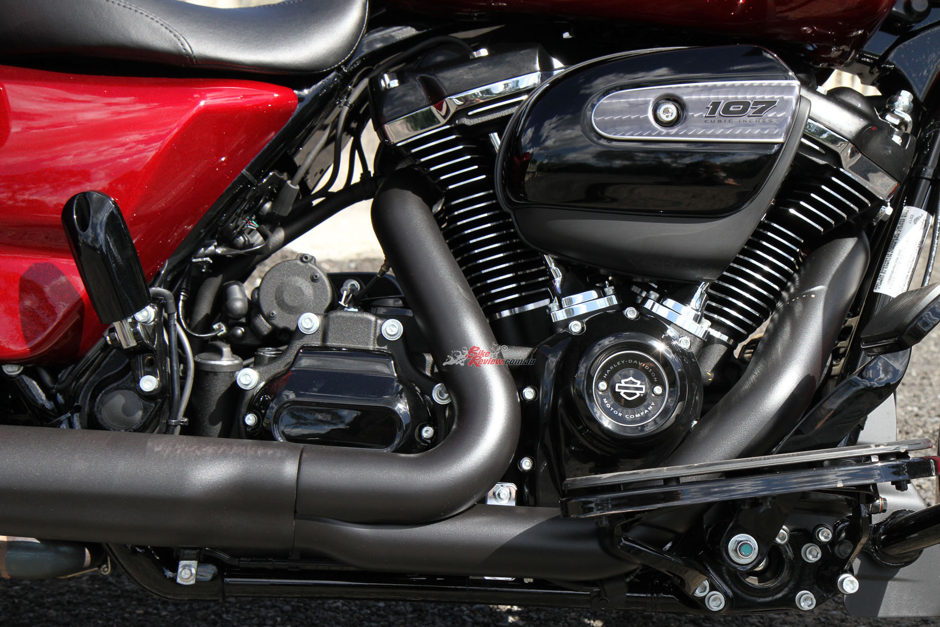 The Milwaukee-Eight engine offers strong performance from low rpm to grabbing a handful, with a rev limiter ensuring you do no harm (to the engine)