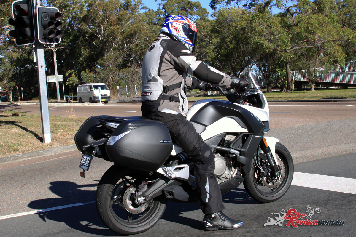 The Macna Iron Pants include a removable liner and are idea for a wide range of conditions