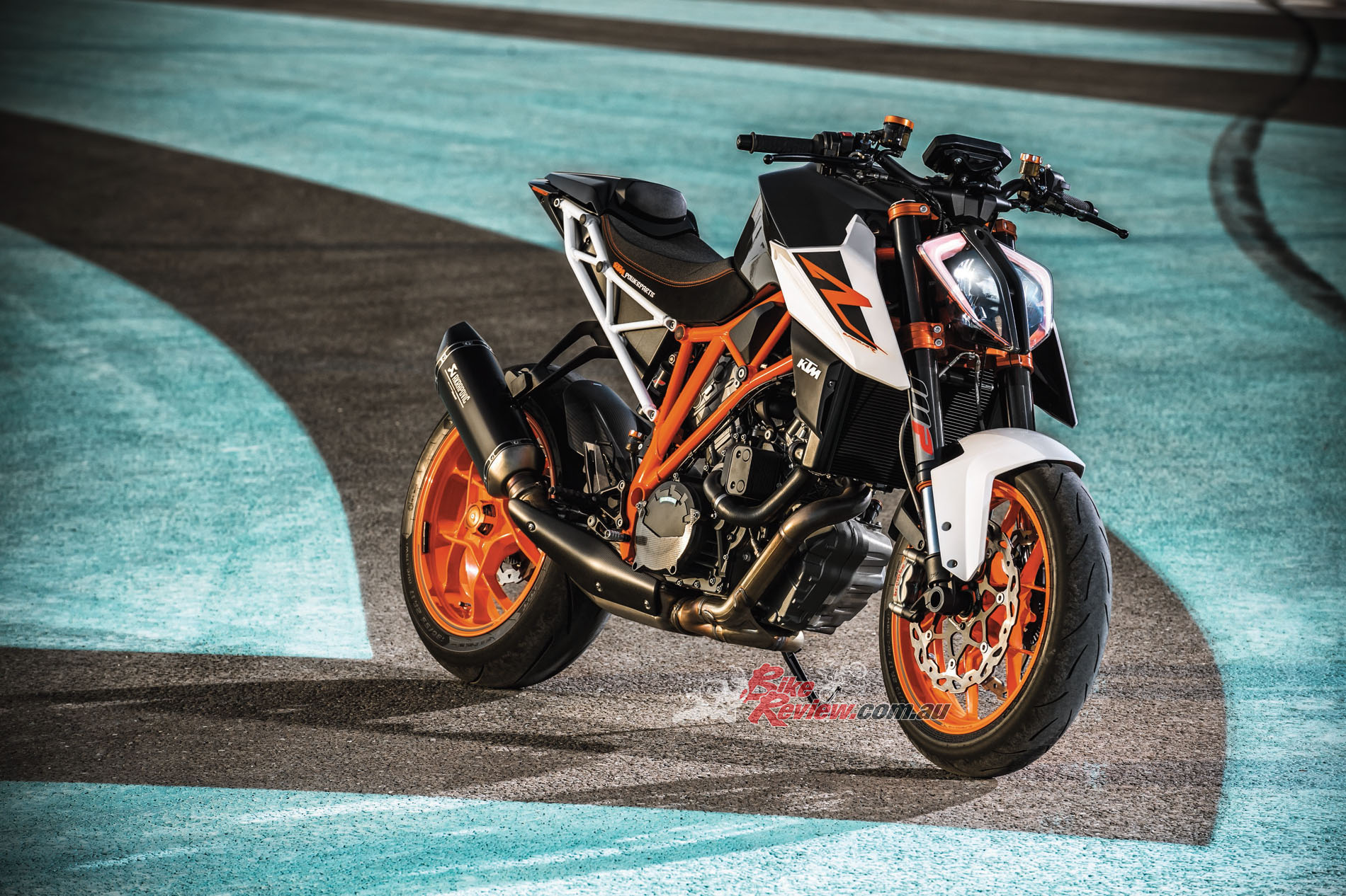 All new styling for 2017, along with a heavily revised engine and electronics package, makes the Super Duke 1290 R an incredible motorcycle. If you are a red blooded performance fan you need to try one!