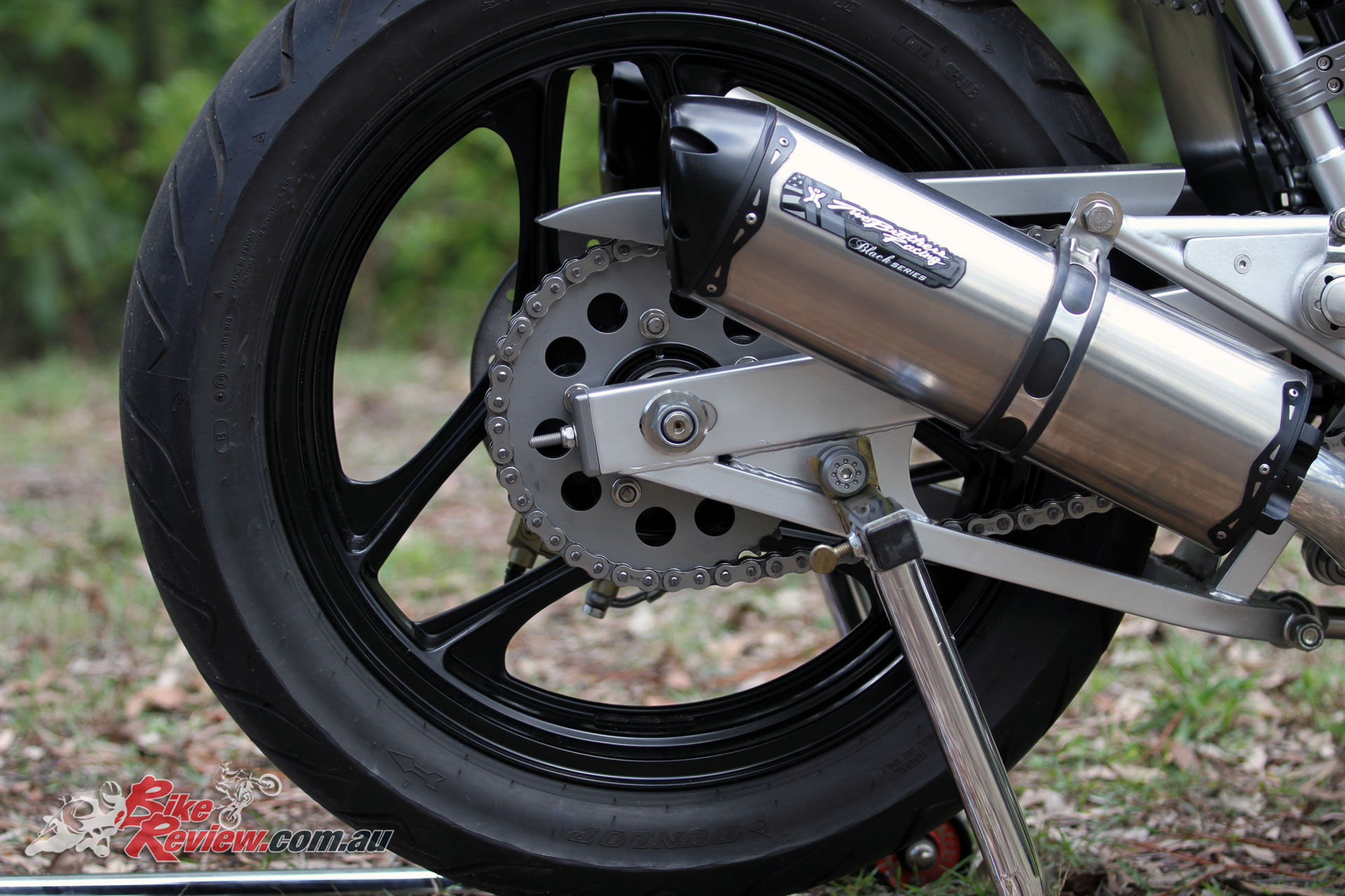 The GSX-R wheels in black don't show off the wheel design to the same extent, while the sprockets are machined and lightened