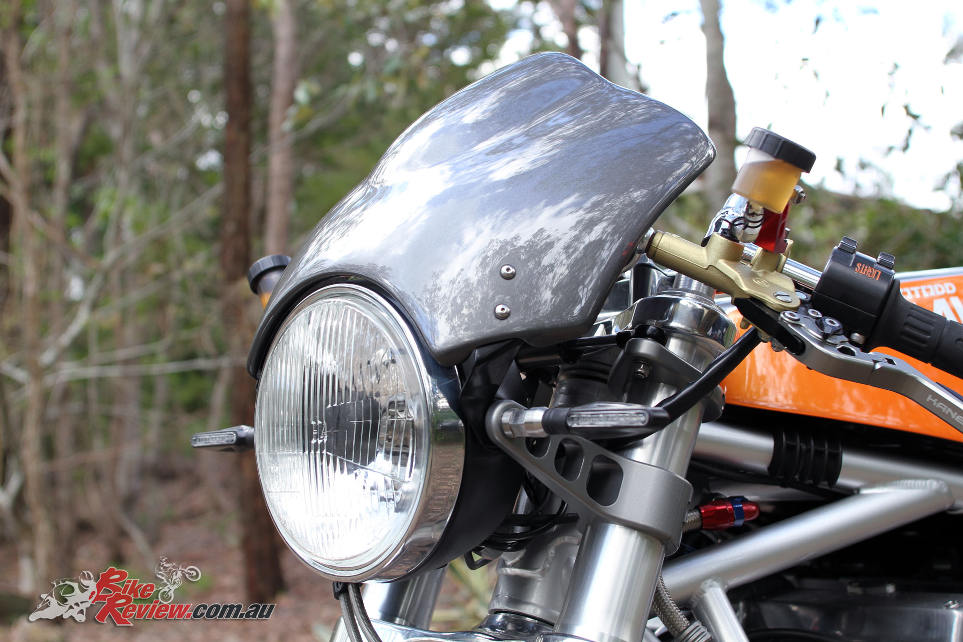 The single headlight features machined custom mounts, which incorporate the indicator mounts