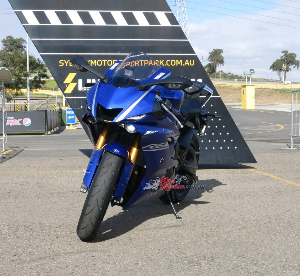 The R1 styling has really modernised the YZF-R6. Looks like a MotoGP bike now!