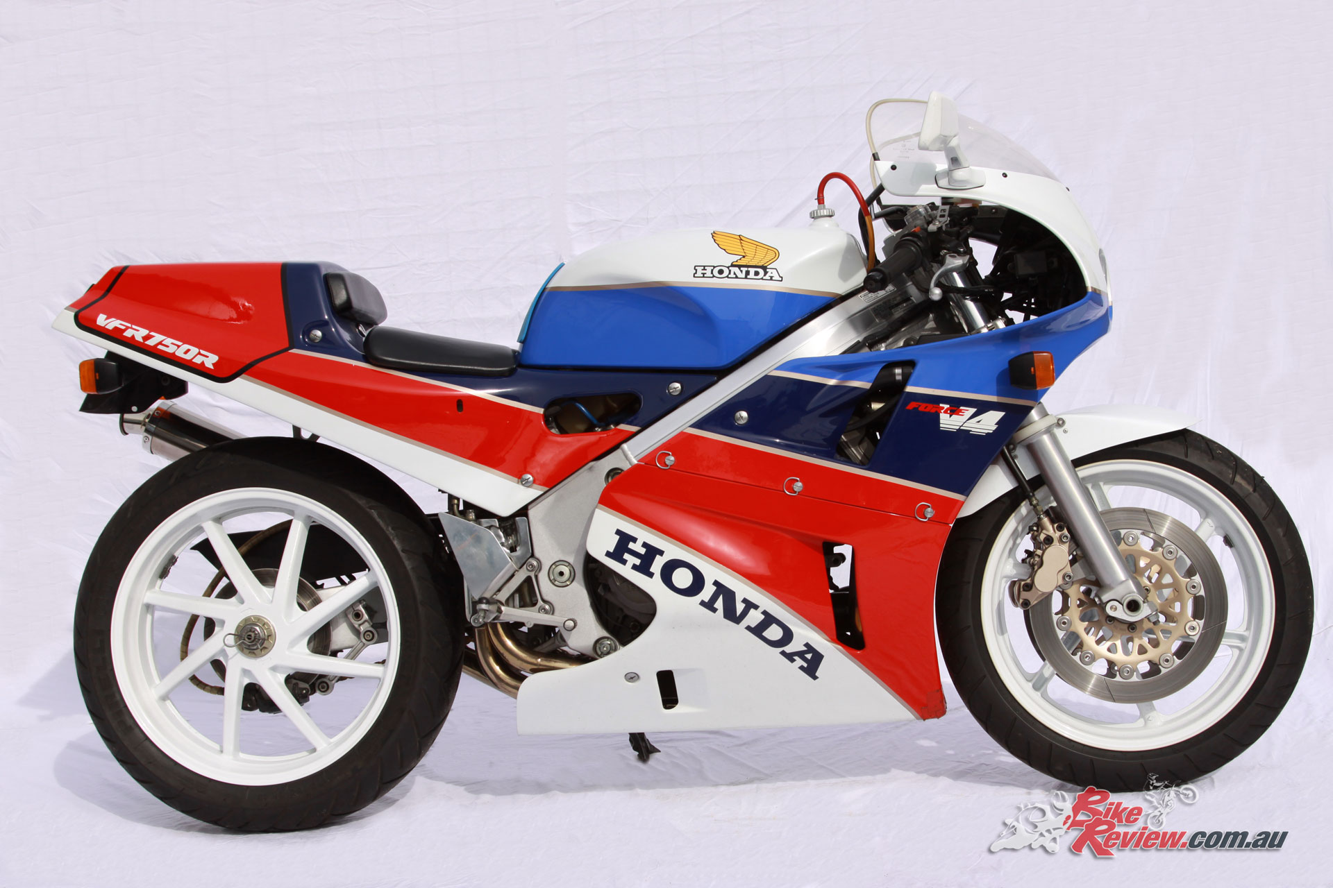 With the VFR750R Sochiro Honda set out to build the best superbike in the world - purchasable at your local dealer