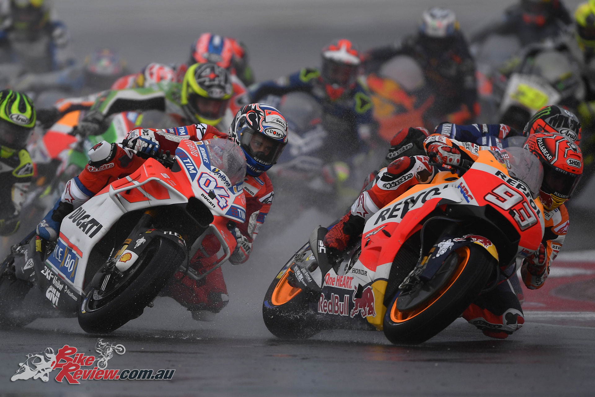 Marquez in the lead in wet conditions