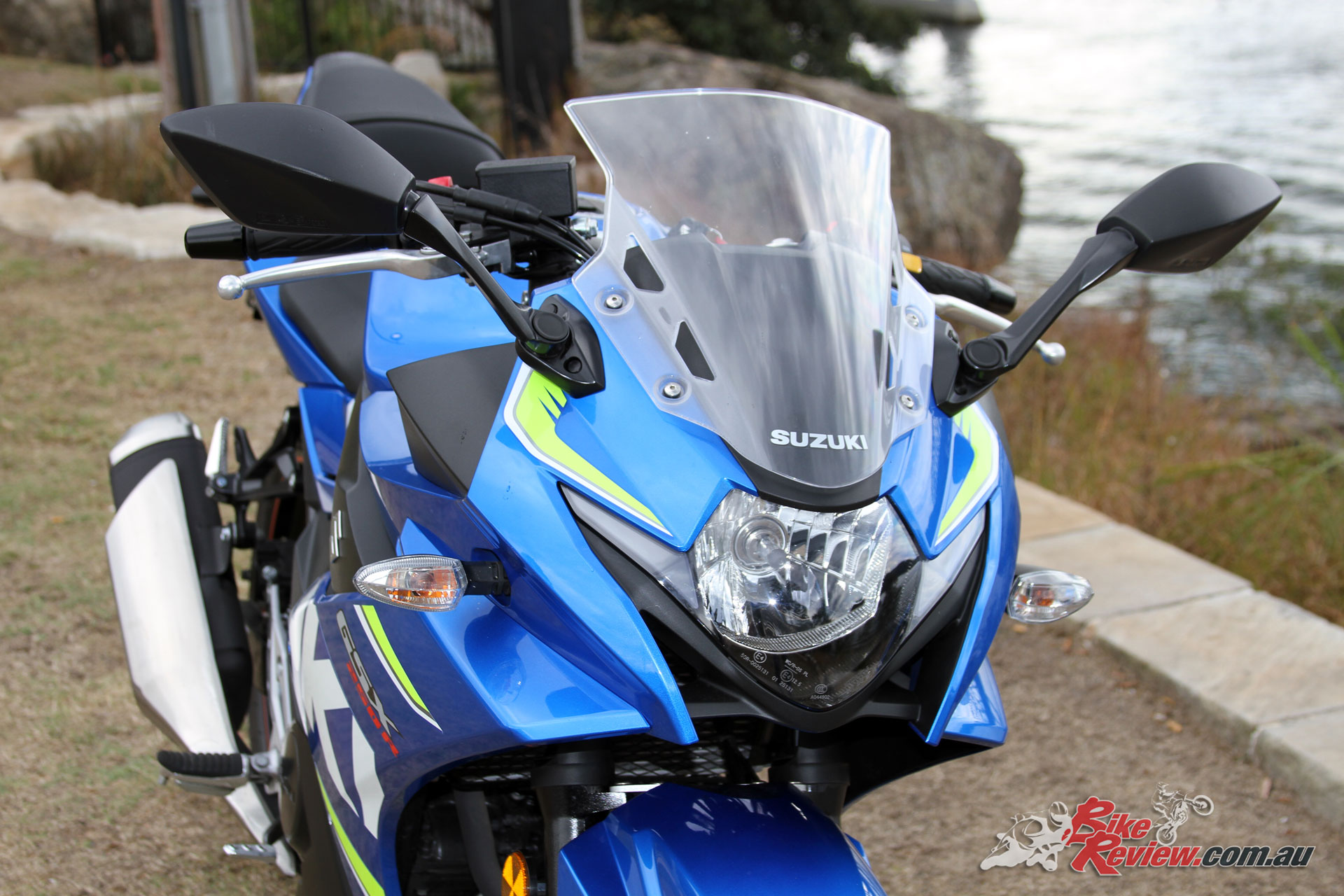 The GSX250R features a standard halogen headlight with LED daytime running lights for extra visibility and offers an aggressive sportsbike aspect to the bike