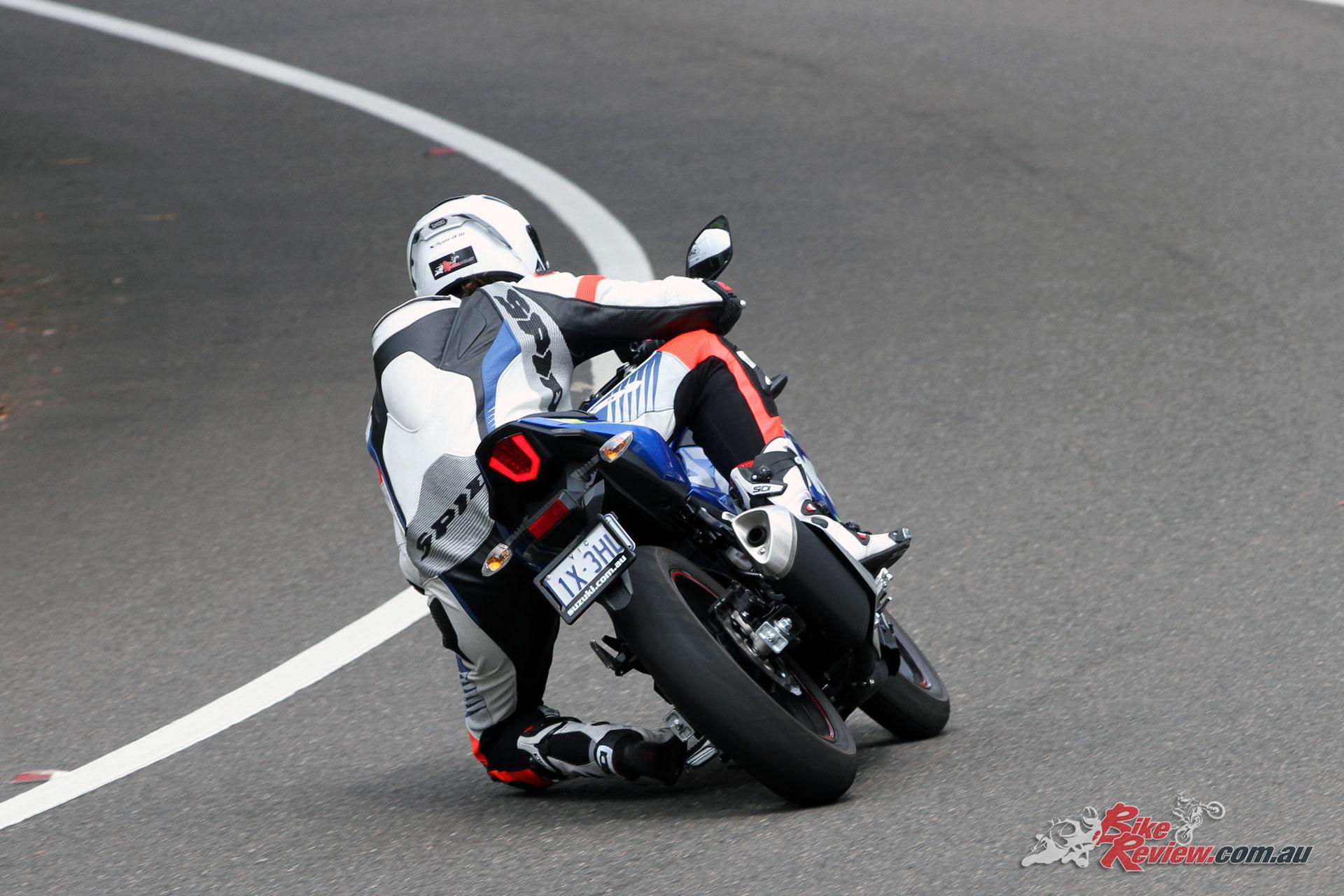 Getting the knee down on Suzuki's GSX250R!