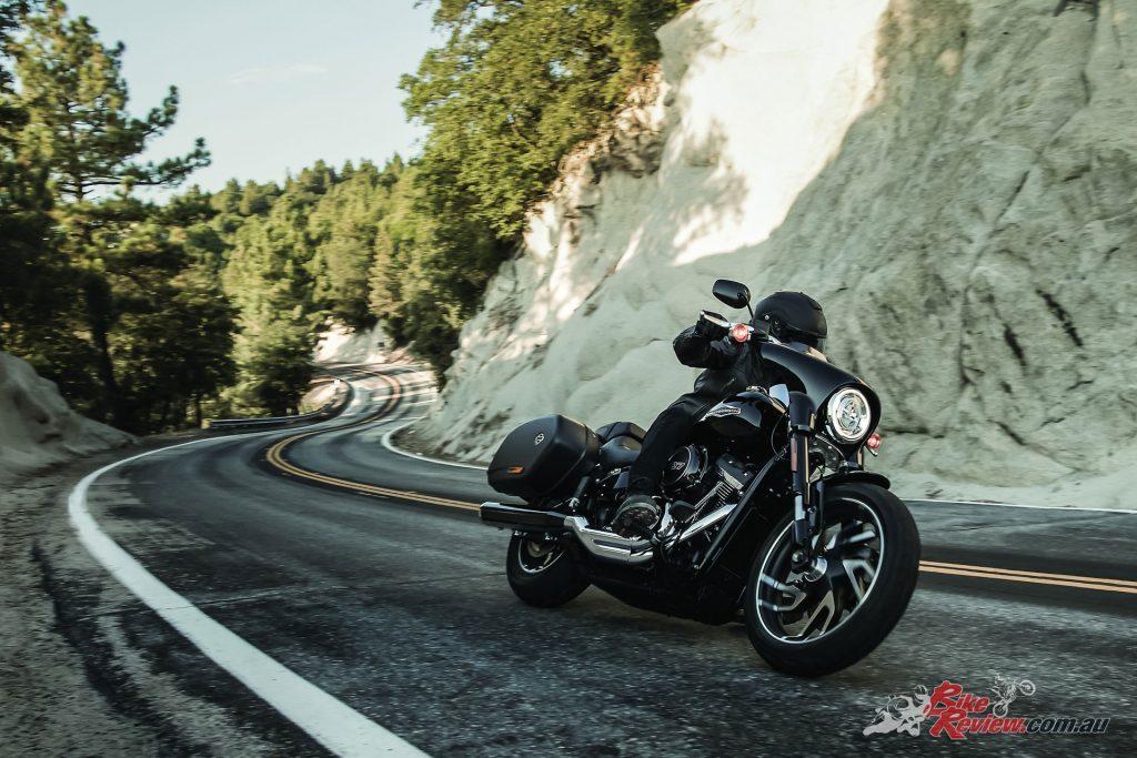 2018-Harley-Davidson-Sport-Glide-FLSB-6