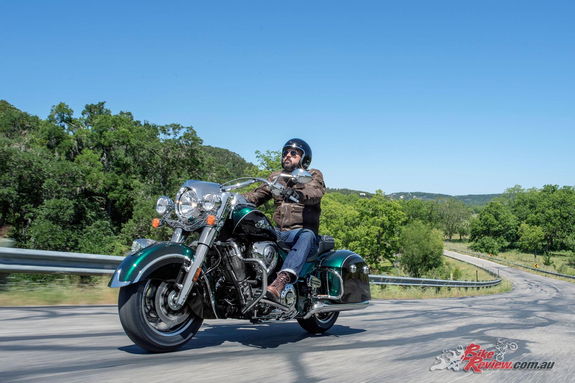 2018-Indian-Springfield-metallic-jade-thunder-black-0685