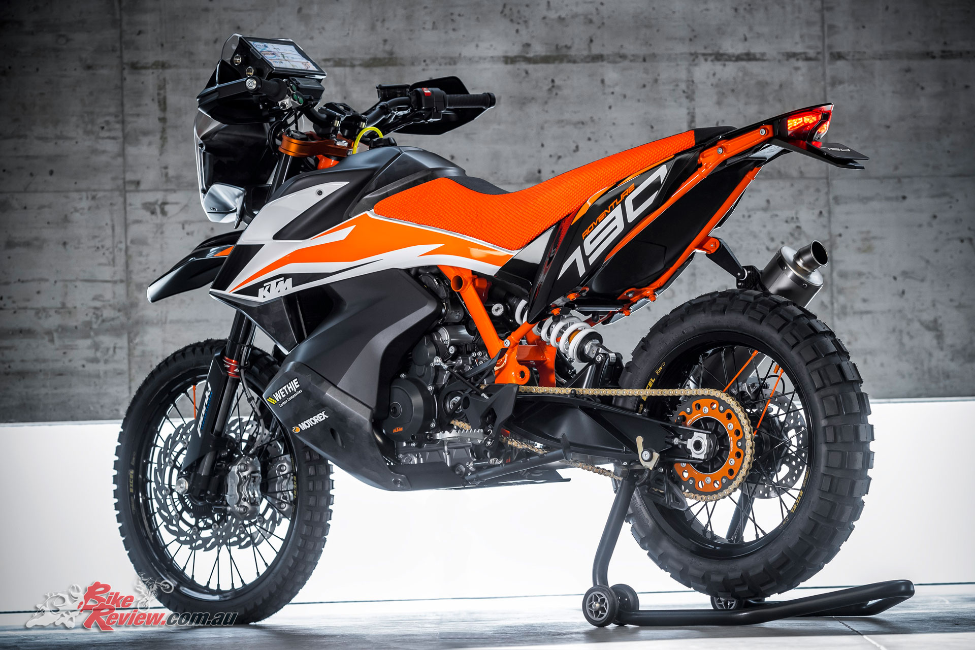 ktm unveil 790 duke 790 adventure r 450 rally at eicma. Black Bedroom Furniture Sets. Home Design Ideas
