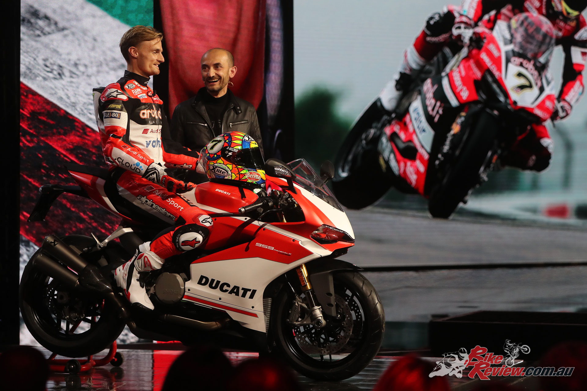 Chaz Davies introduces the Panigale V4