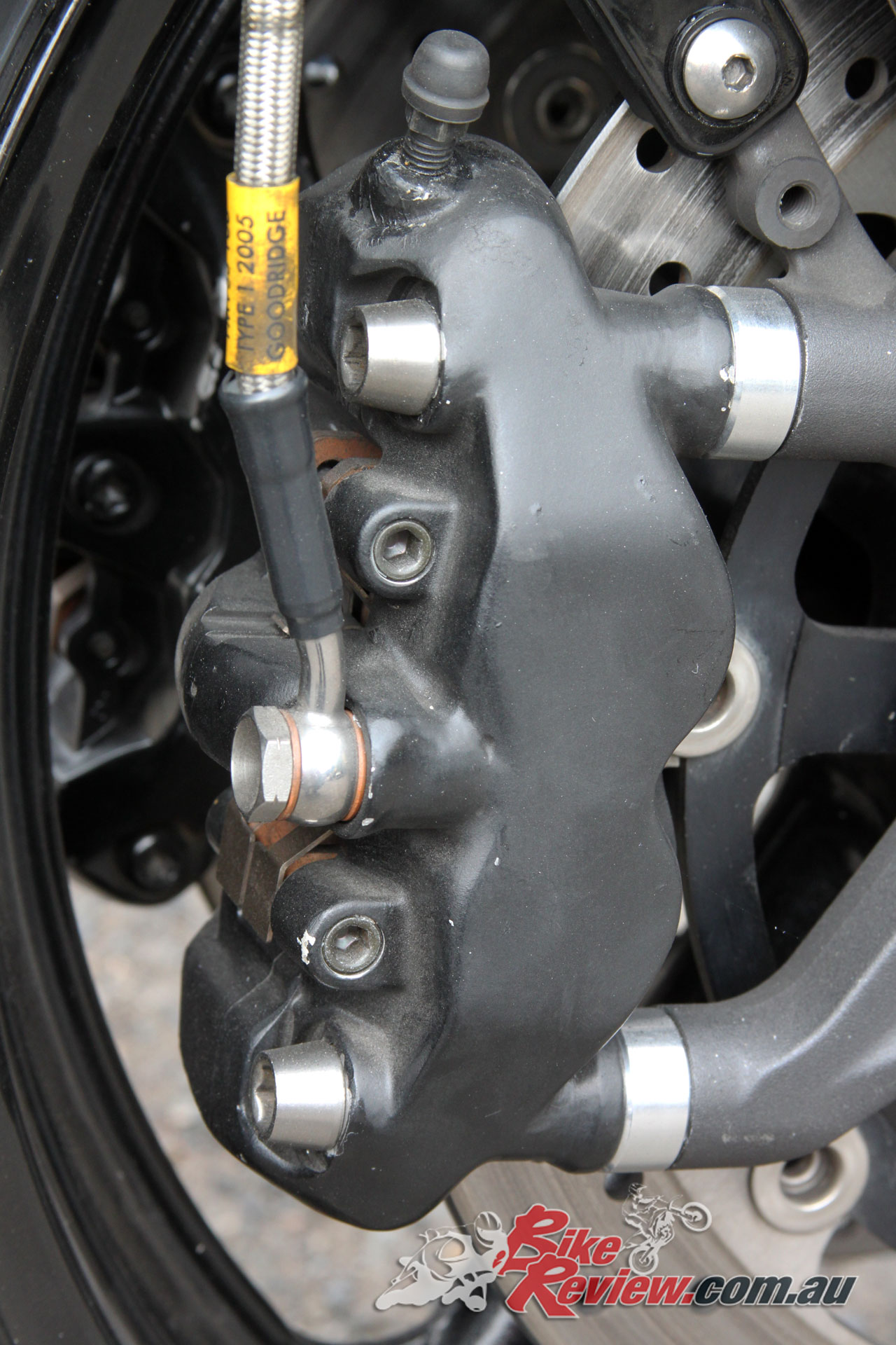 Smoothed and painted Tokico calipers adorn the GSX-R1000 forks