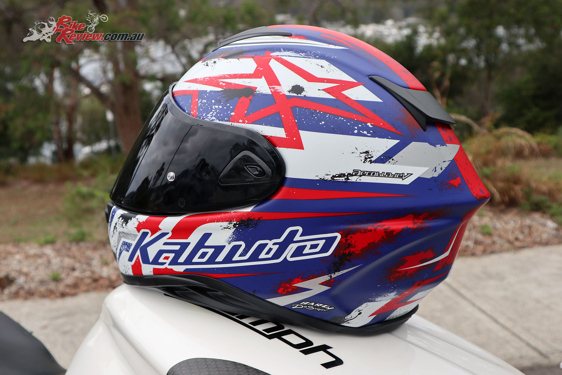 The Aeroblade-5 is the latest offering from Kabuto offering a sport helmet at an exceptionally competitive buy in