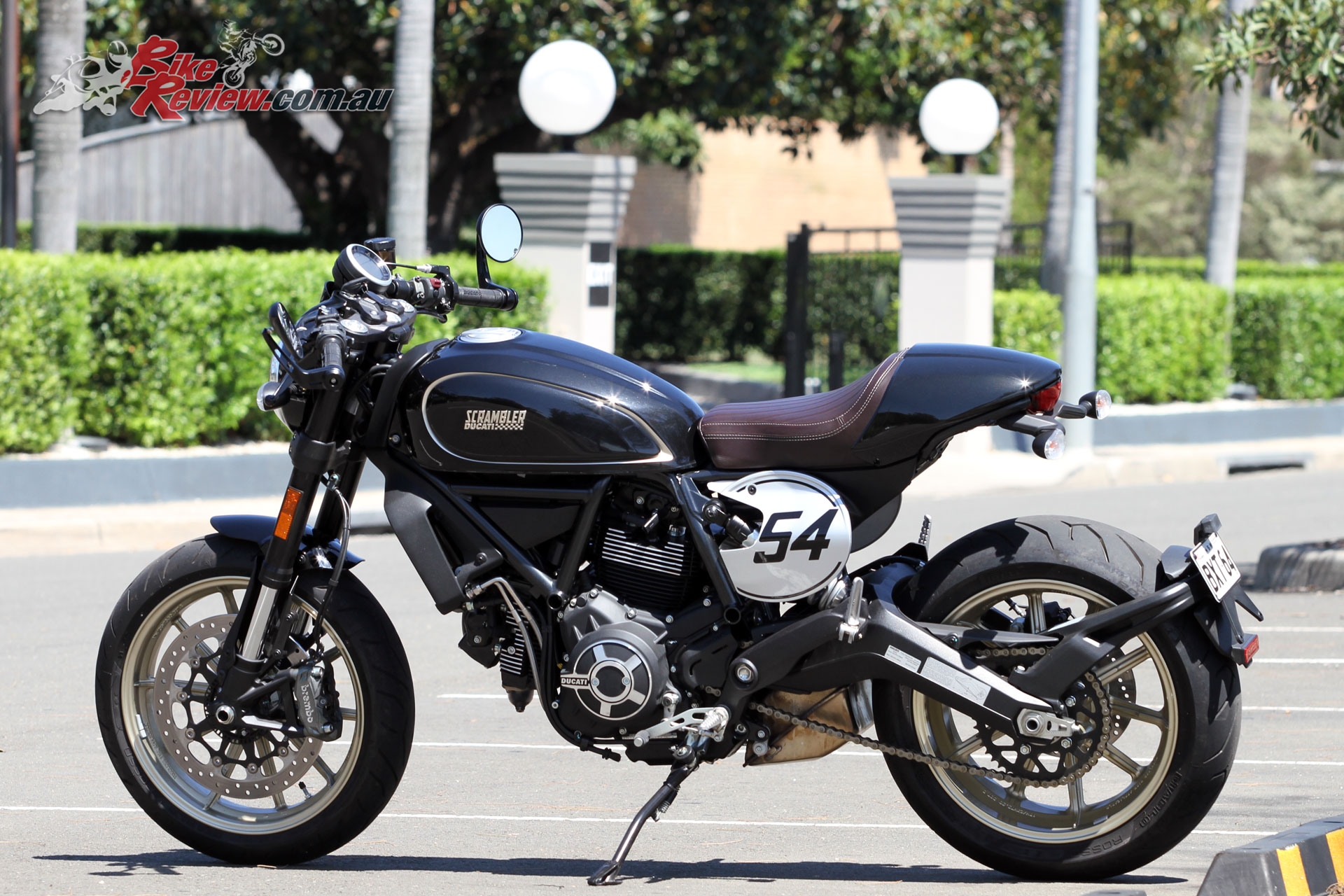 review 2018 ducati scrambler cafe racer bike review. Black Bedroom Furniture Sets. Home Design Ideas