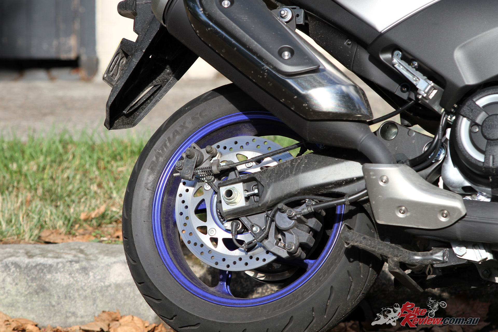 A new swingarm is featured, which is 40mm longer, while the overall wheelbase is 5mm shorter than the Iron Max.