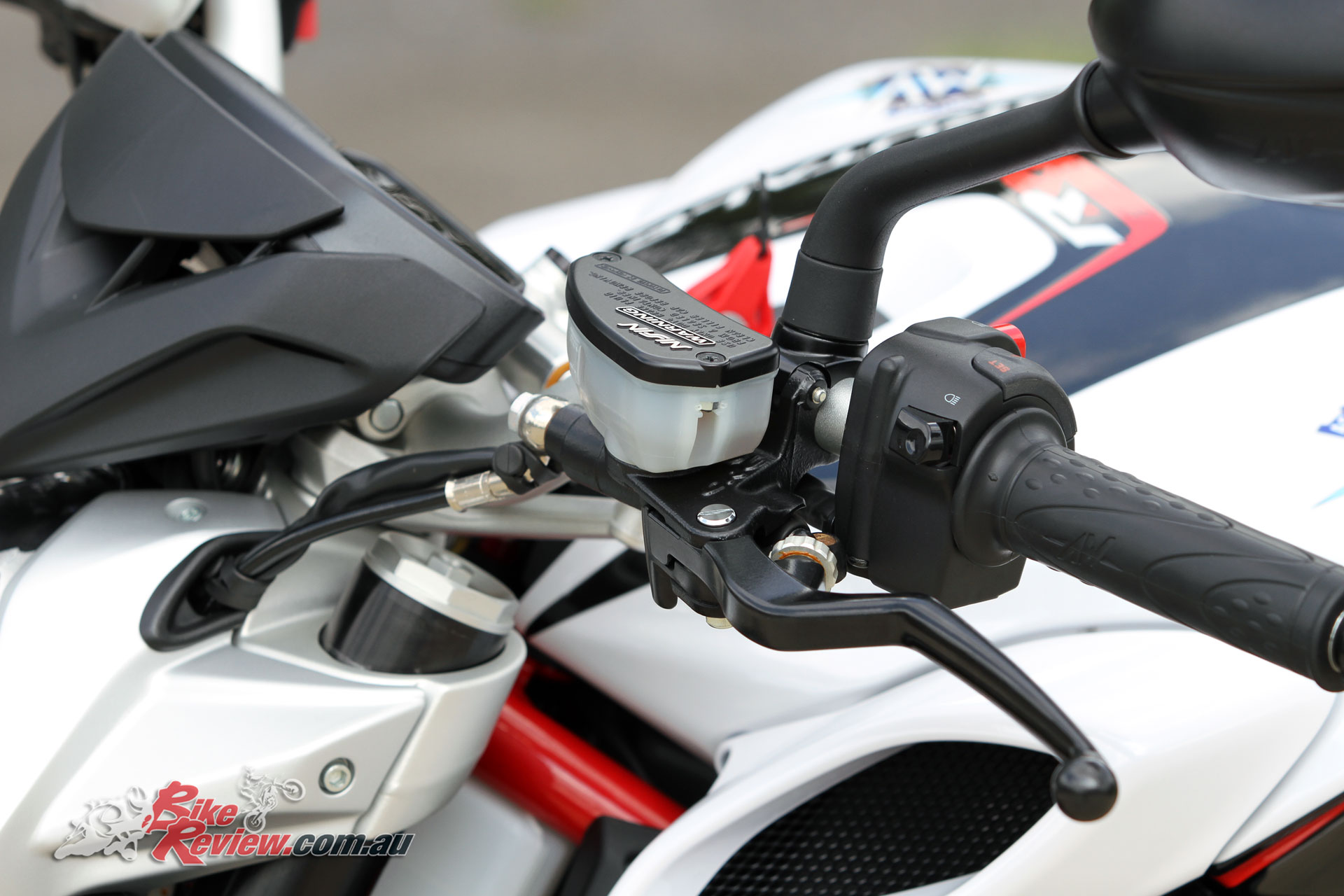 The hydraulic clutch is not too heavy, and the up-down quickshifter makes it often unnecessary