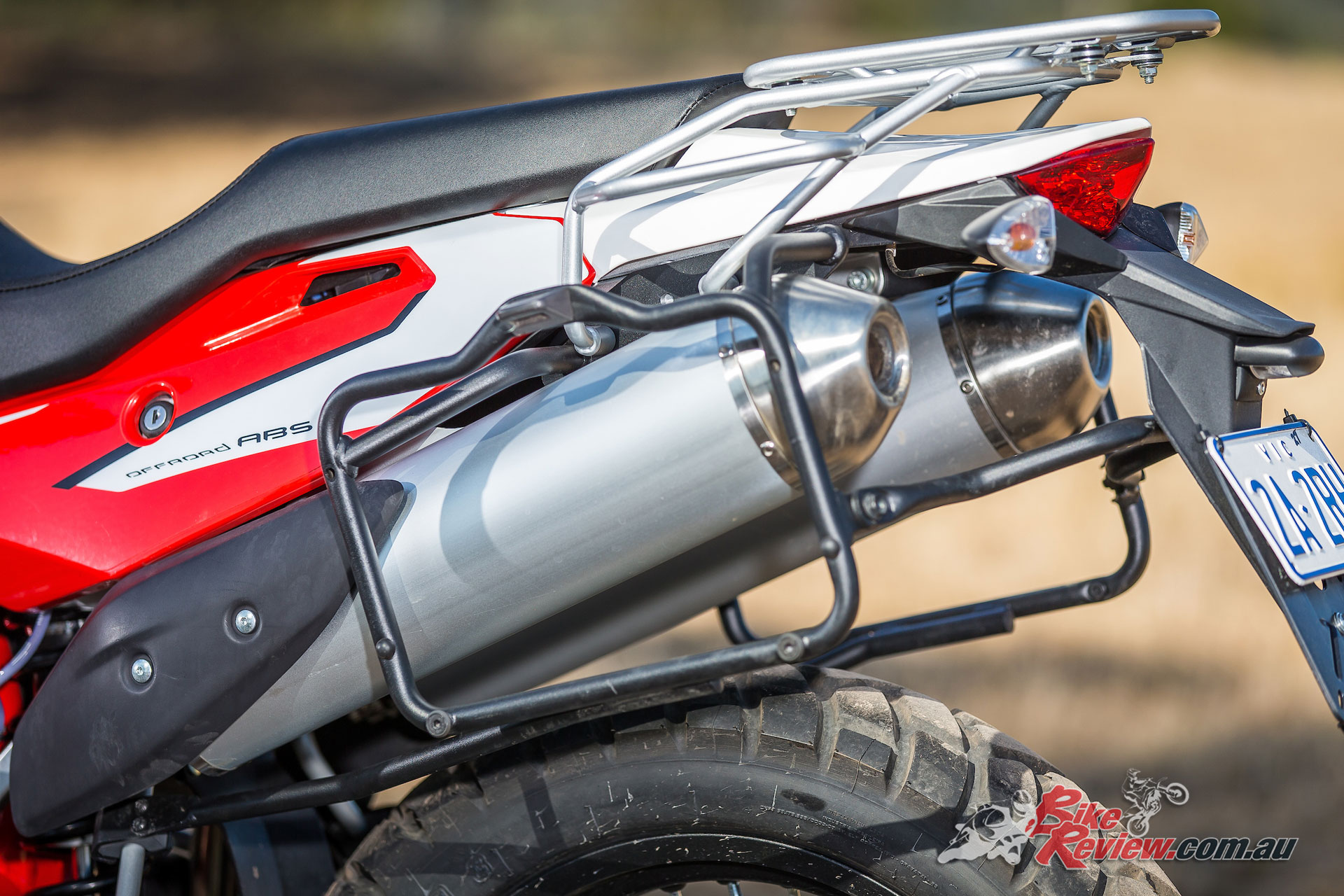 For 2018 the Superdual is fully Euro4 compliant, and includes sporty undertail exhausts