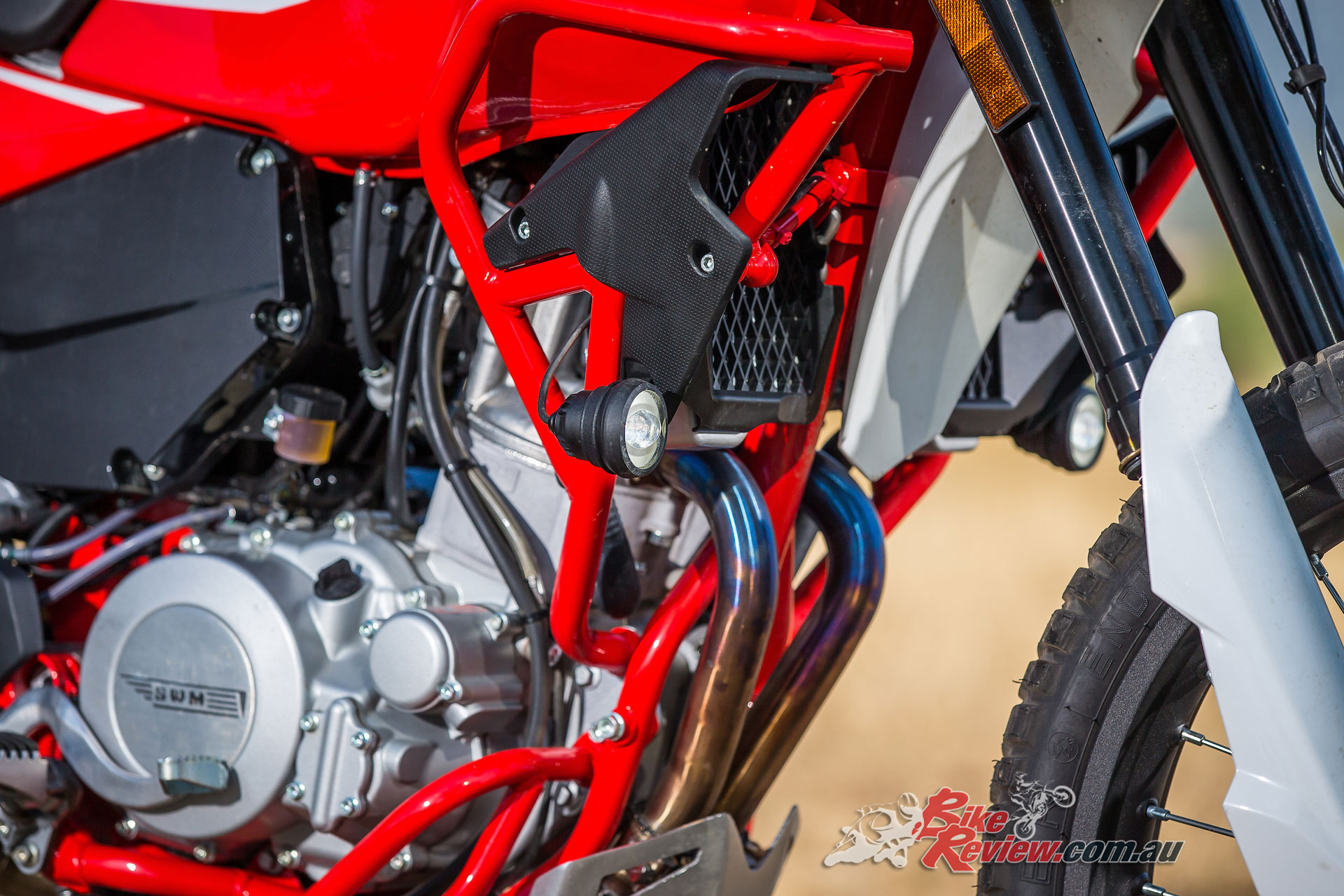 The Husky based 600cc engine is fed by a Mikuni D45 electronic fuel injection system and produces 47kW