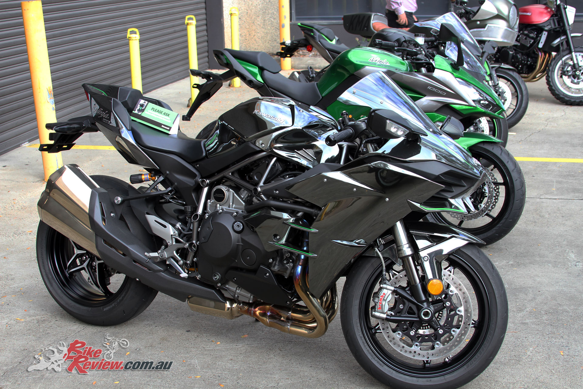 There was the opportunity to take a look at the Ninja H2 and H2 SX SE in the flesh