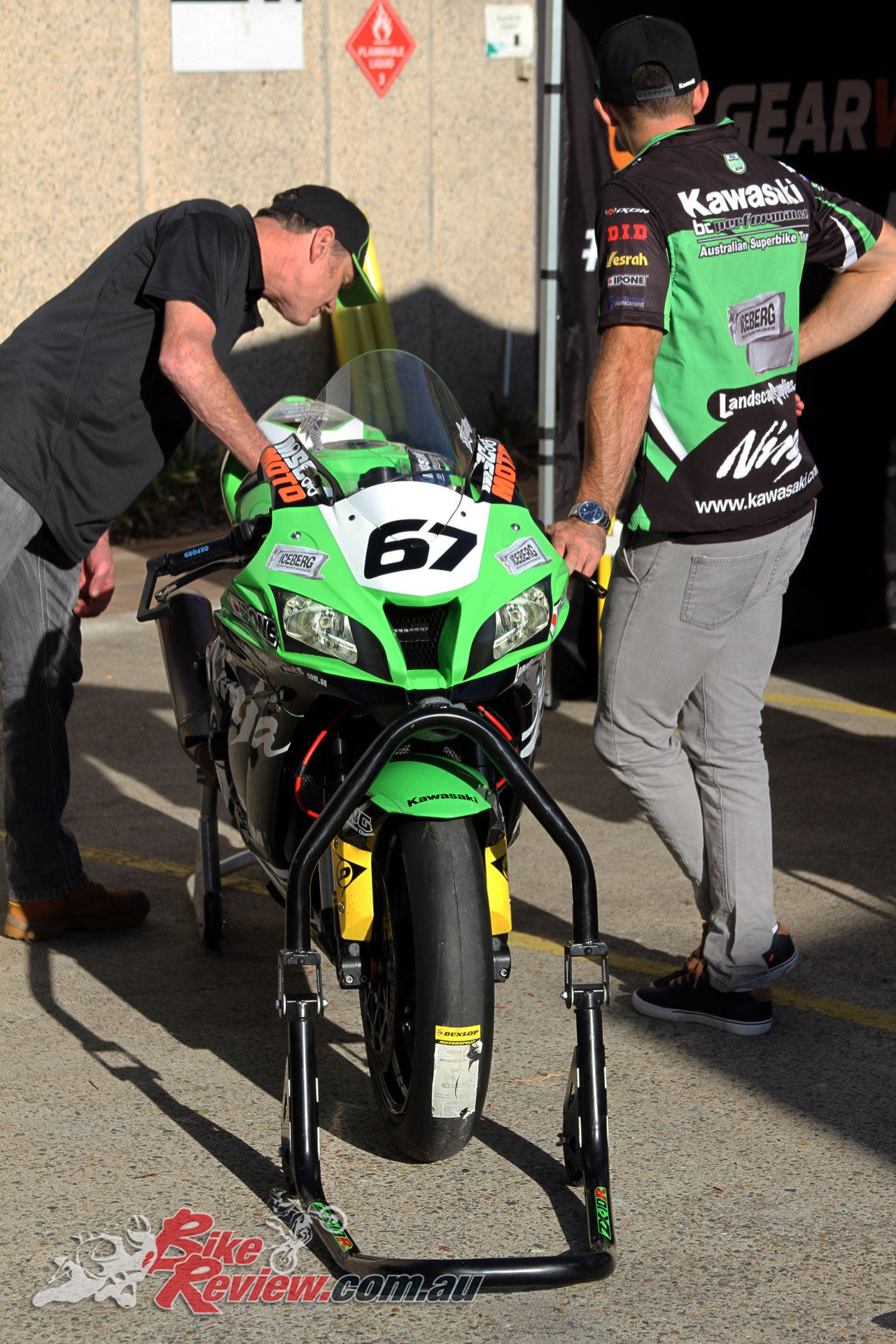 Kevin Magee taking a look at Bryan Staring's ZX-10R