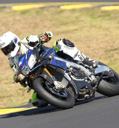 Aprilia_Tuono_V4_1100_2015-Bike-Review
