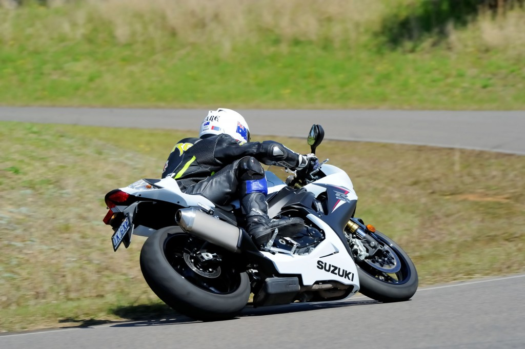 BikeReview GSX-R750 Old v New (6)