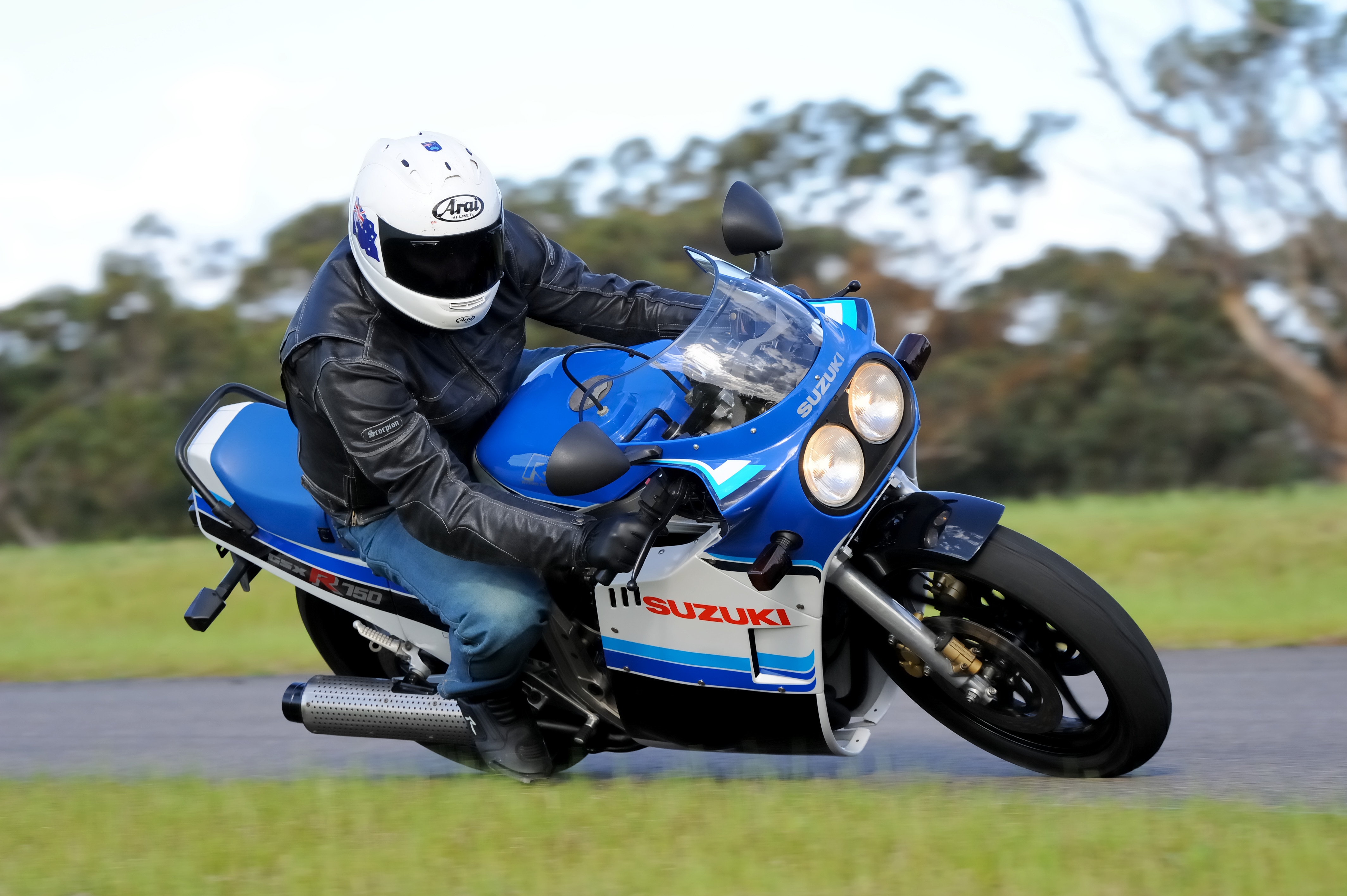 Review: Suzuki GSX-R750 Old vs New - Bike Review