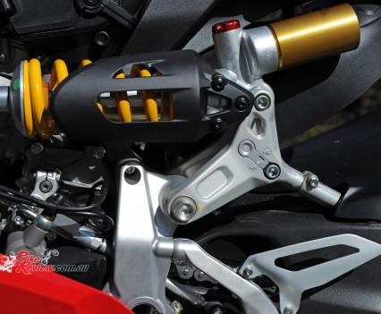 2015-Ducati-1299-BikeReview-(24)