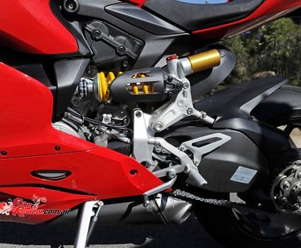 2015-Ducati-1299-BikeReview-(25)
