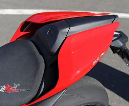 2015-Ducati-1299-BikeReview-(26)