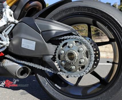 2015-Ducati-1299-BikeReview-(28)