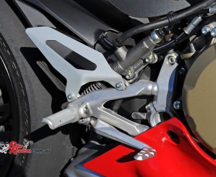 2015-Ducati-1299-BikeReview-(30)