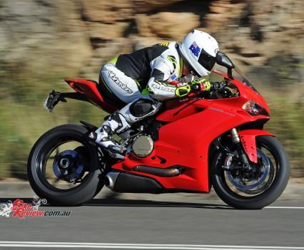 2015-Ducati-1299-BikeReview-(45)
