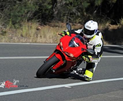 2015-Ducati-1299-BikeReview-(5)