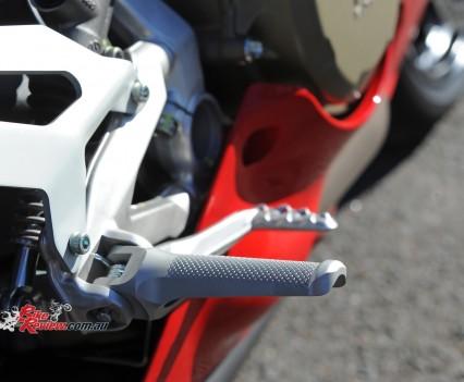 2015-Ducati-1299-BikeReview-(64)