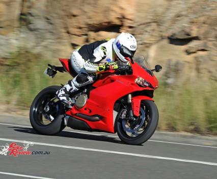 2015-Ducati-1299-BikeReview-(65)