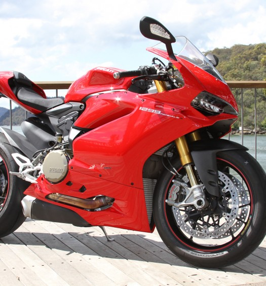 2015-Ducati-Panigale-1299-S-BikeReview-(14)