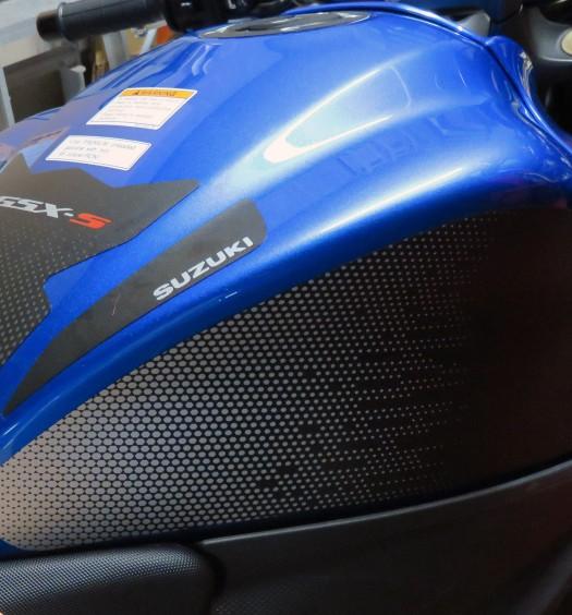Bike-Review-GSX-S1000-Suzuki-Stickers-Decals-(101)